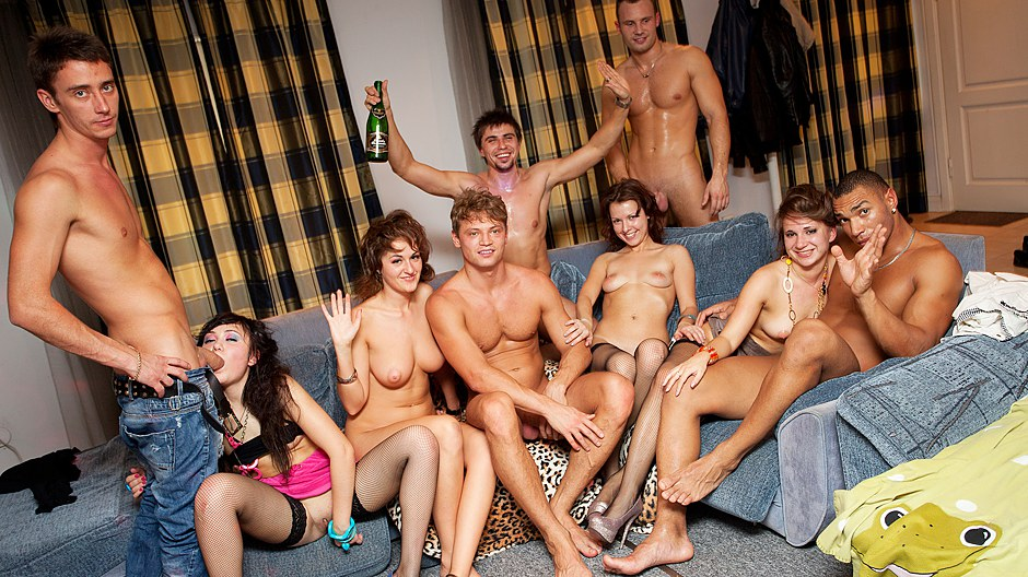 Student naked party — photo 5